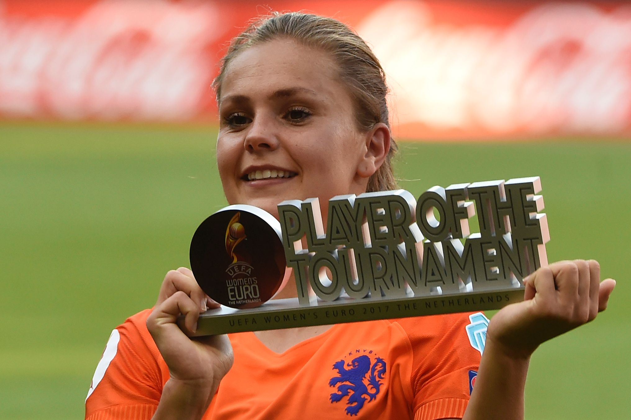 Netherlands' midfielder Lieke Martens celebrates with her trophy after receiving the best player award of the competition at the end of the UEFA Women's Euro 2017 football tournament final match between Netherlands and Denmark at Fc Twente Stadium in Enschede on August 6, 2017. / AFP PHOTO / JOHN THYS