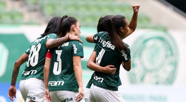 La imagen tiene un atributo ALT vacío; su nombre de archivo es Agustina-Barroso-Palmeiras-1.jpg