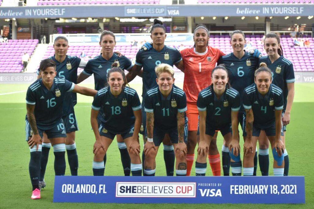 Selección Argentina de Fútbol Femenino - Foto plantel previa a la derrota 4 a 1 frente a Brasil.