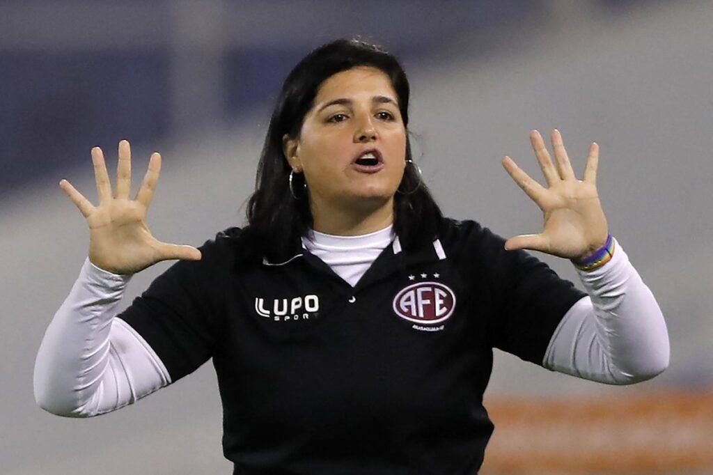 Lindsay Camila se convirtió en la primera entrenadora en ganar la Copa Libertadores Femenina.