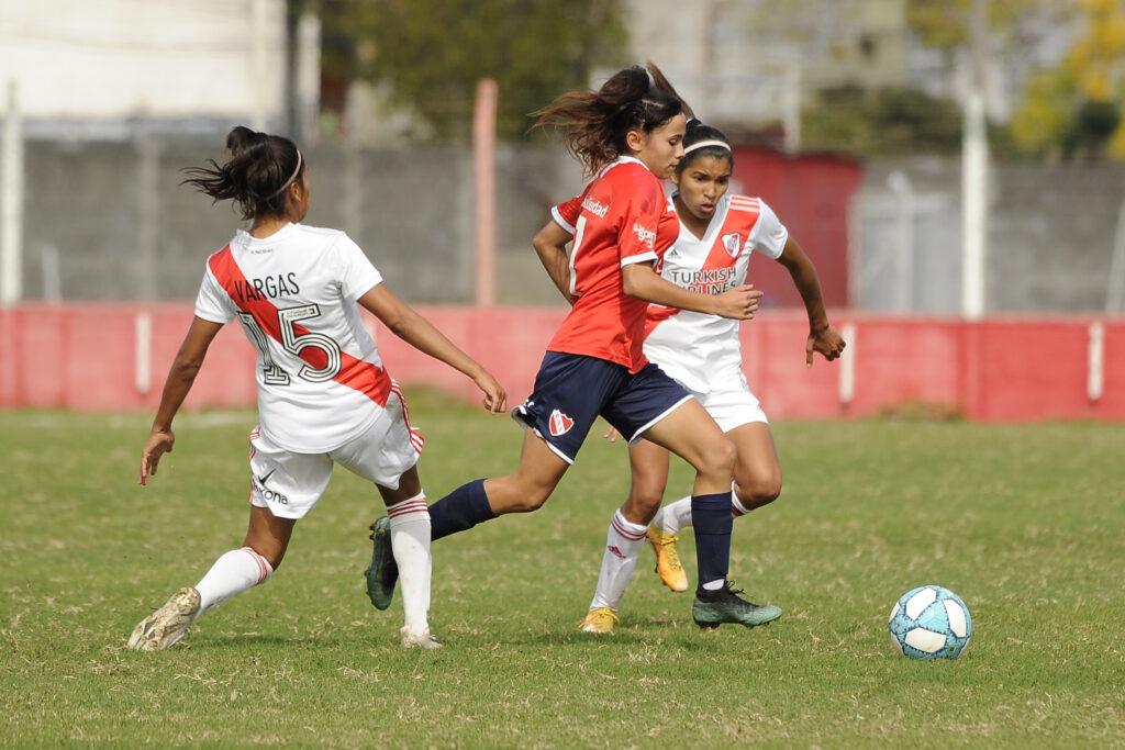 Torneo Apertura Femenino 2021: River escapó de su visita a Independiente con los tres puntos. Carolina Birizamberri marcó el 1-0 final a favor de las millonarias