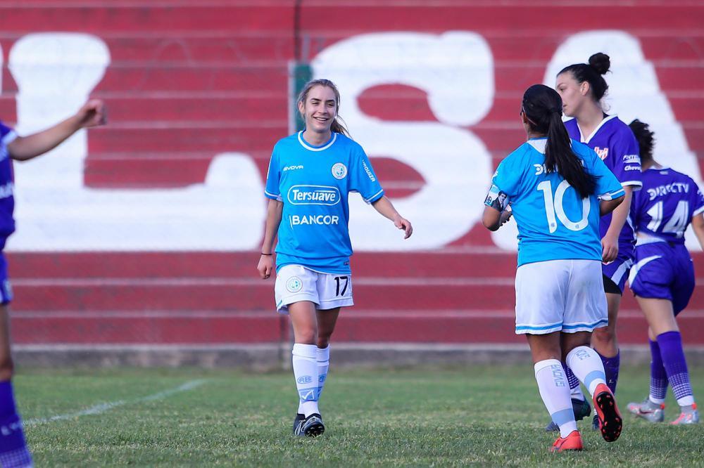 Mariana Alisio haciendo su debut con Belgrano.