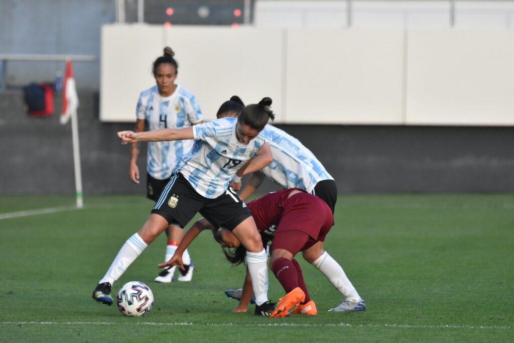 Selección Argentina: triangular en terreno vasco