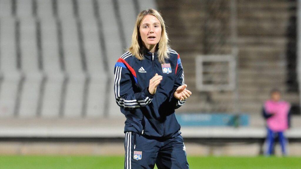 Sonia Bompastor toma las riendas del OL, convirtiéndose en la primera mujer en dirigir al equipo.