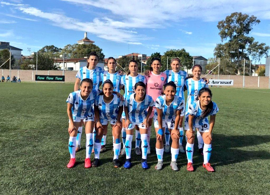 Futbolistas de La Academia, minutos antes de disputar la sexta fecha.