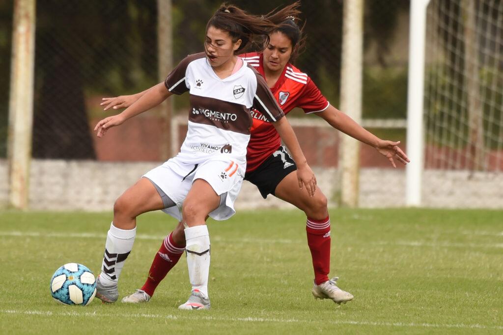 Las Millonarias frente a Platense por la sexta fecha del torneo.