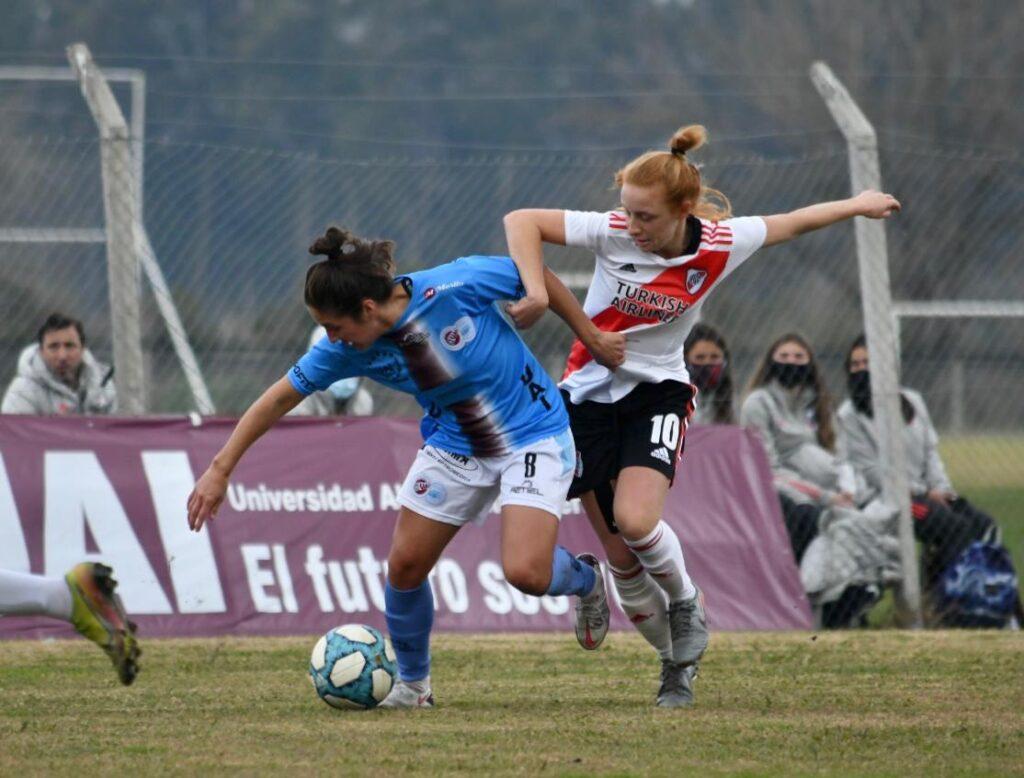 UAI Urquiza superó 2-1 a River Plate.